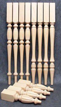 Gedrechselte Tischbeine Holz mit schmaler Linienführung für zwei Tische