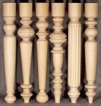 Muster für Tischbeine aus Holz mit einem Teil, der oben zylindrisch gedrechselt ist