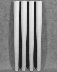 Tischbeine Holz in minimalistischem Stil mit wenig Dekoration