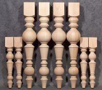 Tischbeine aus Holz in zwei Größen mit betonter Kugel und gedrechselten Motiven